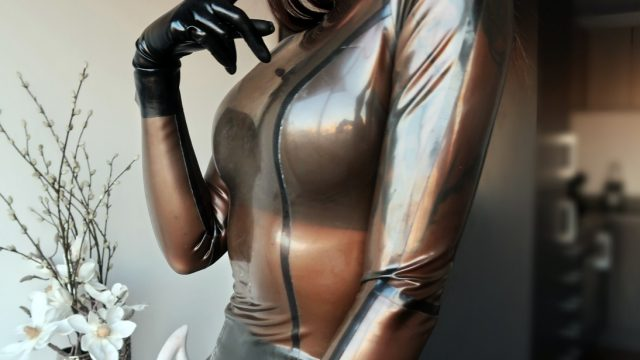 Zoe Noir Latex Mistress – London I am back!